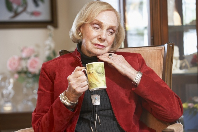 "How to Help Your Senior Mom Through the ""Holiday Blues"""