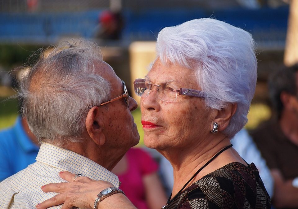 How Do Older Couples Benefit from Being in Assisted Living
